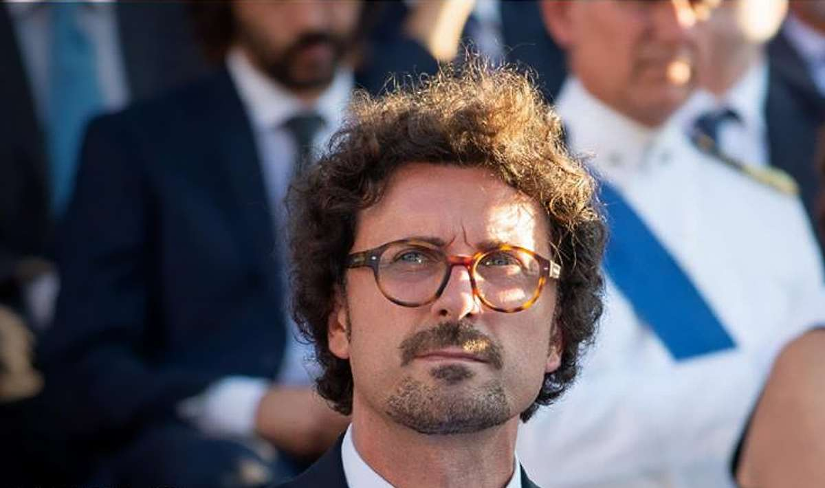 Toninelli, il Governo si è espresso a favore di Salvini: non va processato!