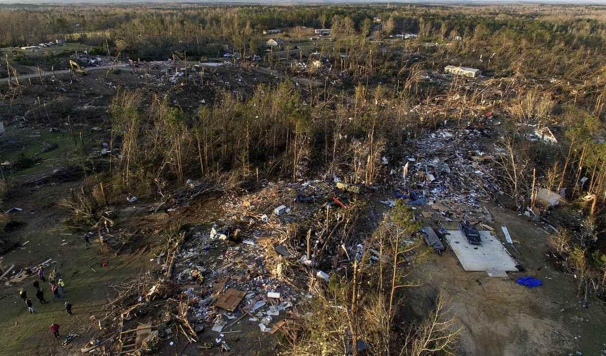 Finora 23 il numero di vittime del tornado che domenica ha colpito l'Alabama