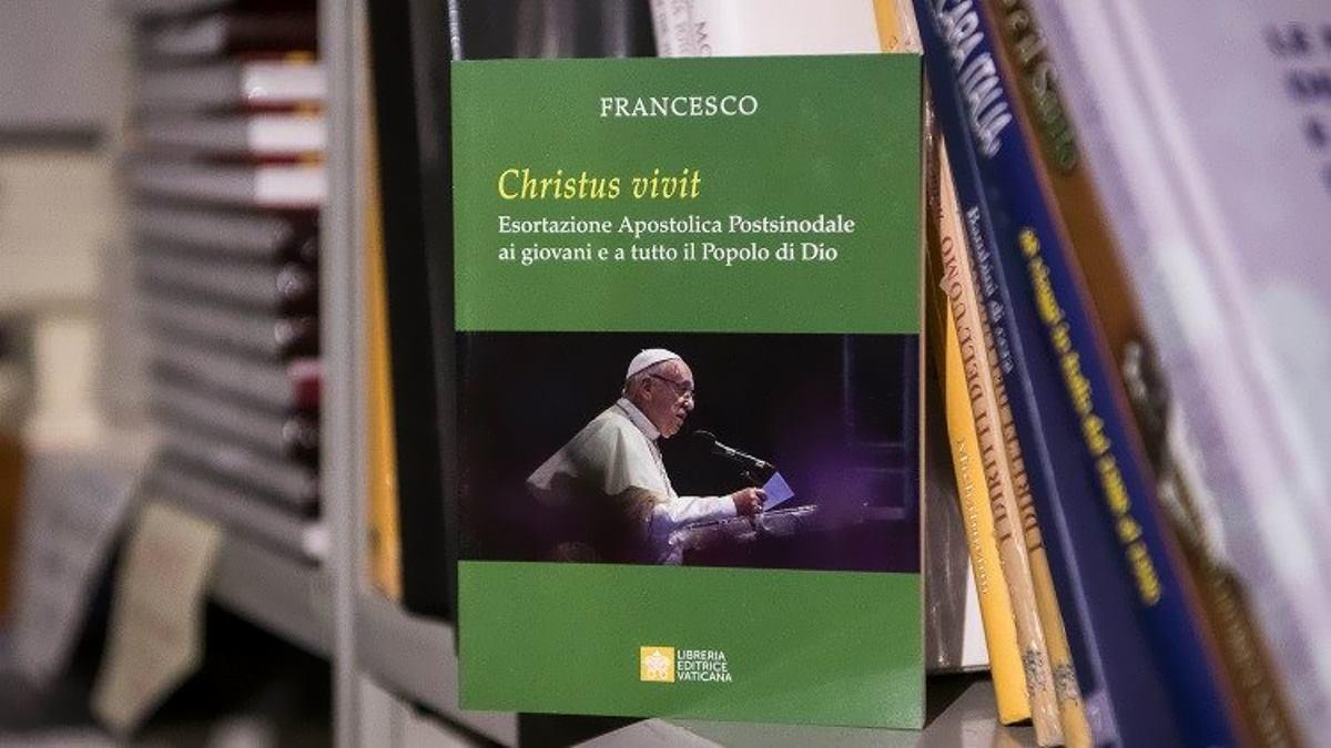 Christus vivit, l'esortazione di Francesco indirizzata ai giovani in cui critica la Chiesa che non sappia ascoltare e rinnovarsi