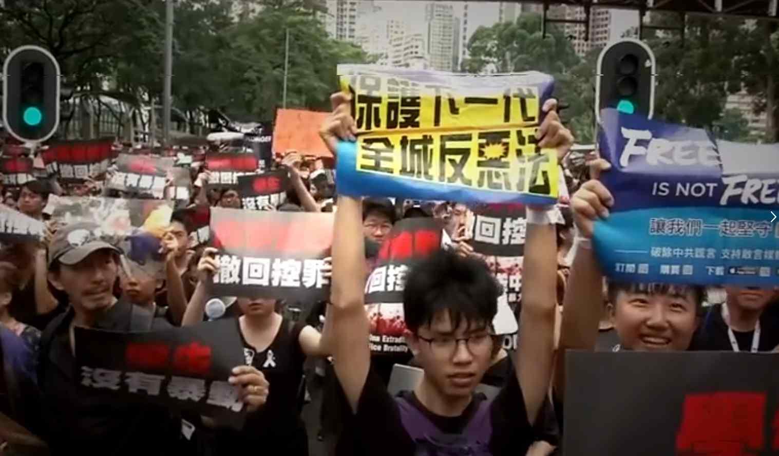 A Hong Kong la protesta continua: adesso la popolazione chiede le dimissioni di Carrie Lam