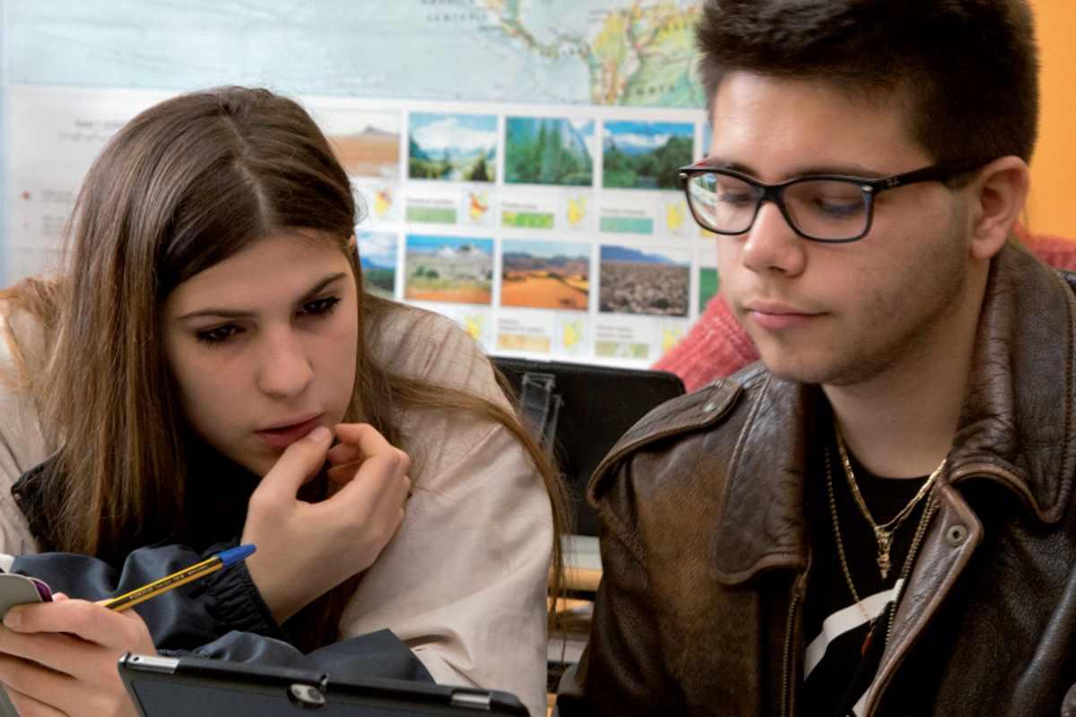 Povertà educativa, l'emergenza che mina alla radice il futuro degli adolescenti