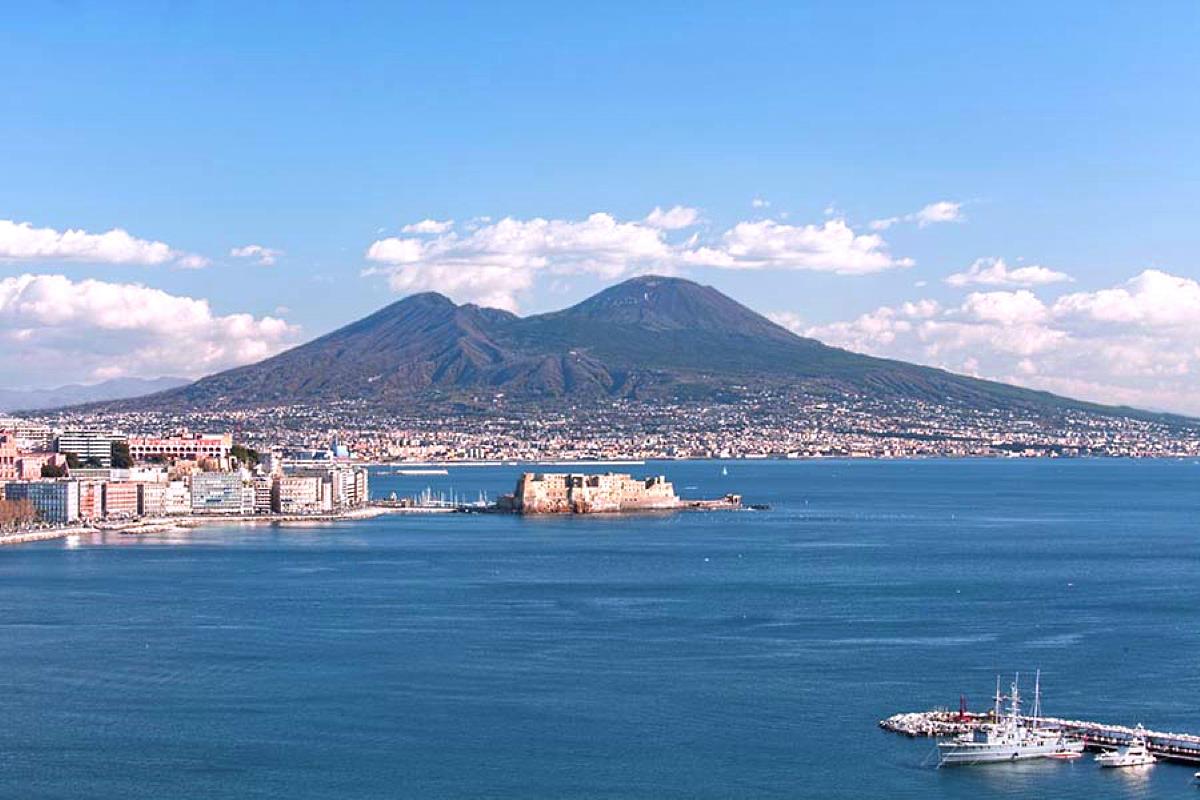 La Napoli del non fare commemora i suoi martiri