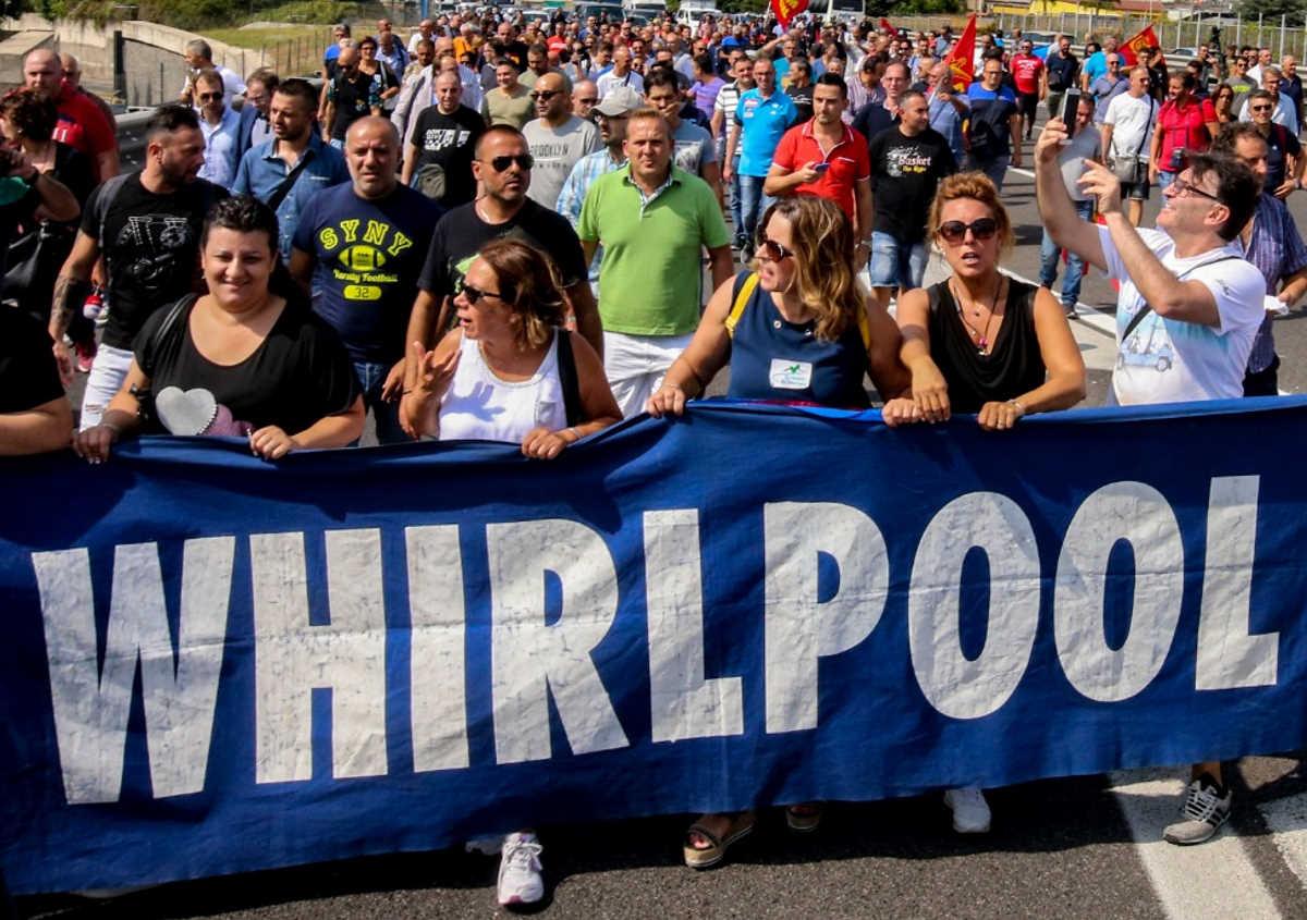 Whirlpool, vicolo cieco: l'azienda vuole chiudere l'impianto di Napoli