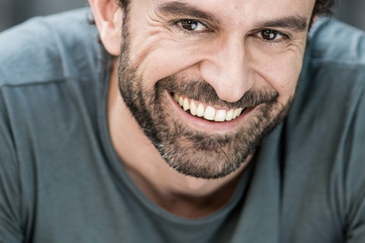 A tu per tu con l'attore e doppiatore Alessandro Parise, protagonista al teatro Sistina di Roma del musical Mary Poppins