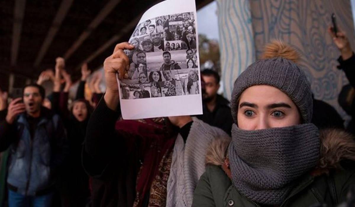 Continuano le proteste in Iran con la polizia che inizia a sparare