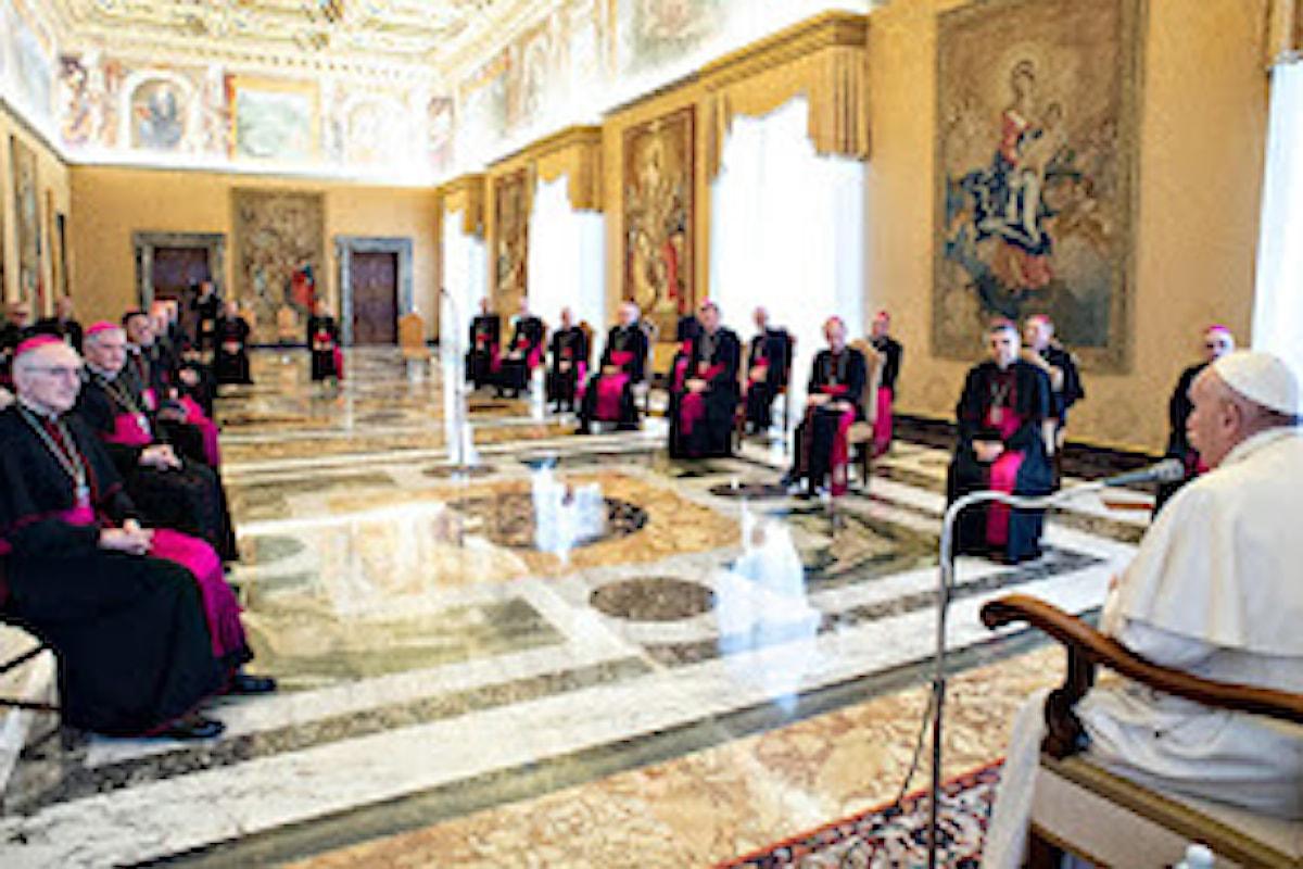 Un terzo dei vescovi francesi in isolamento. Un vescovo presente in Vaticano positivo al coronavirus