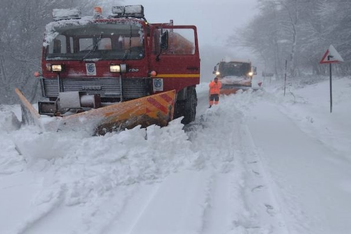 Monti Nebrodi (ME) - Emergenza neve, mezzi ed operatori della Città Metropolitana in azione