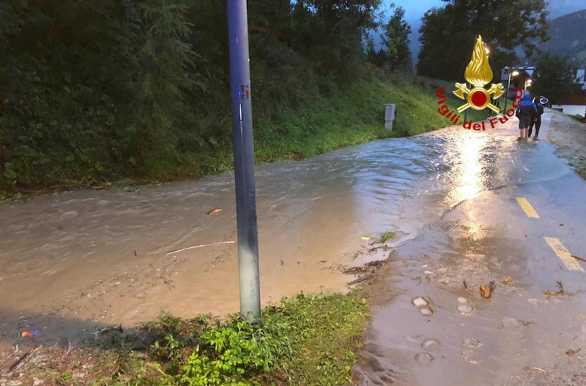 Bomba d'acqua anche a Cortina d'Ampezzo: strade trasformate in torrenti