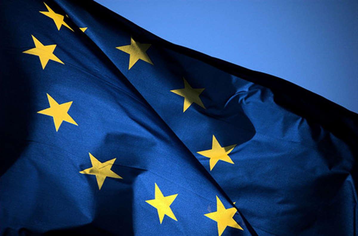 La UE decide regole comuni per i viaggi. Un codice a colori per identificare paesi a rischio.