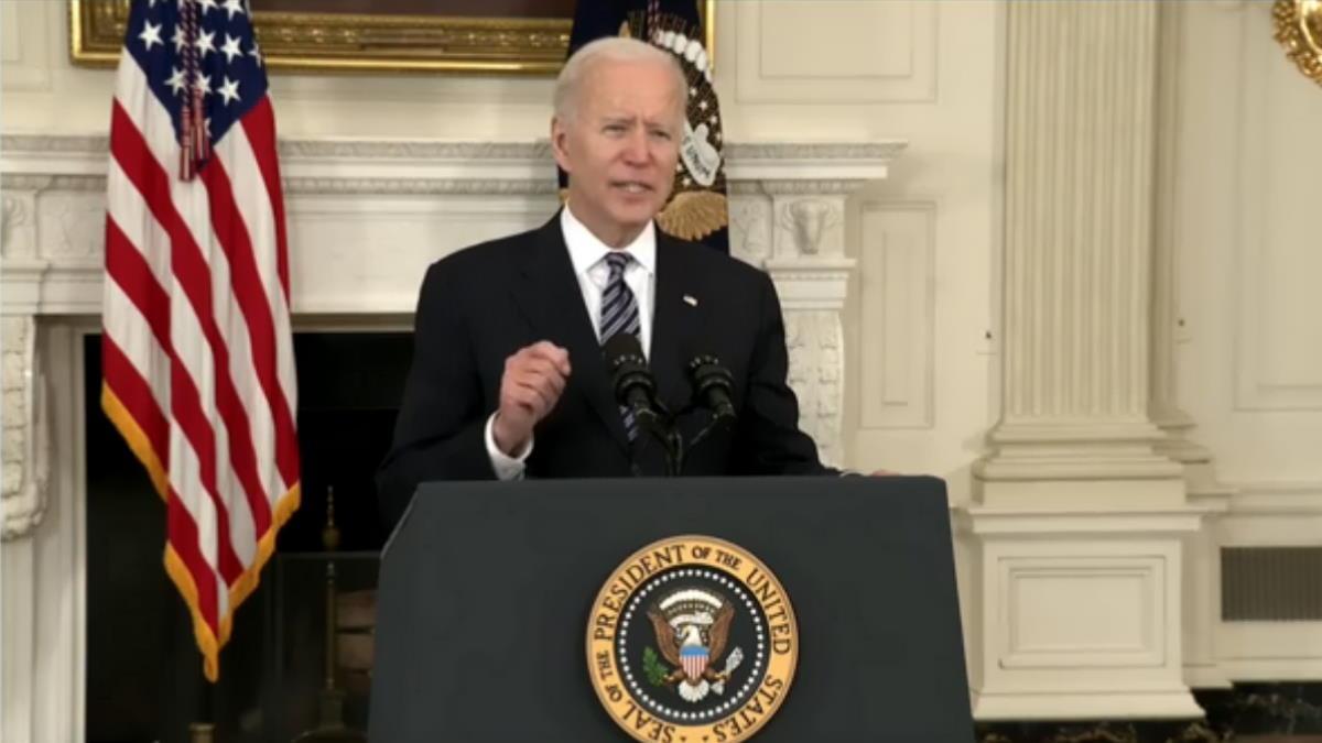 Biden presenta le prime blande misure di controllo delle armi negli Stati Uniti