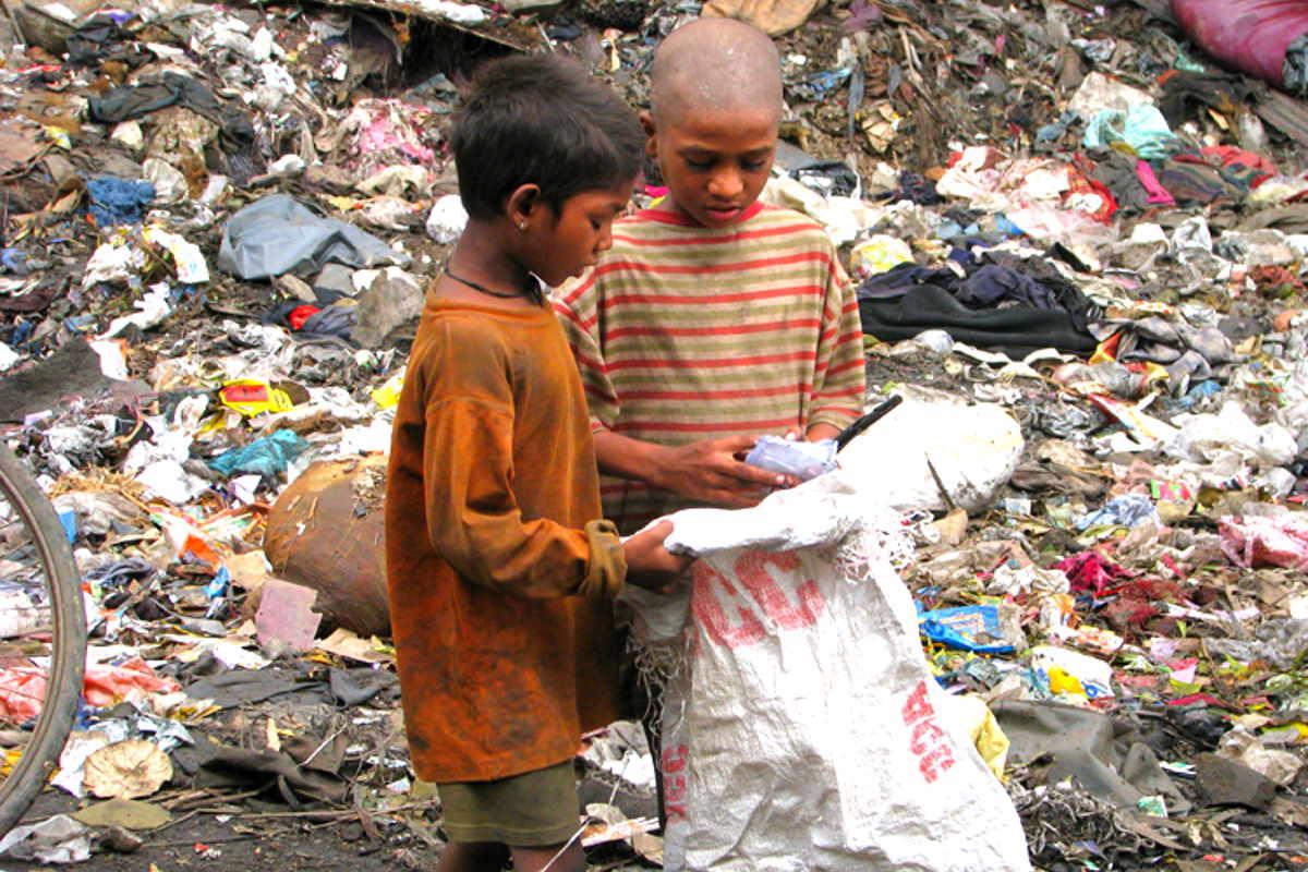 Save the Children: milioni di bambini in India rischiano fame e povertà per le conseguenze della drammatica crisi pandemica che interessa il Paese