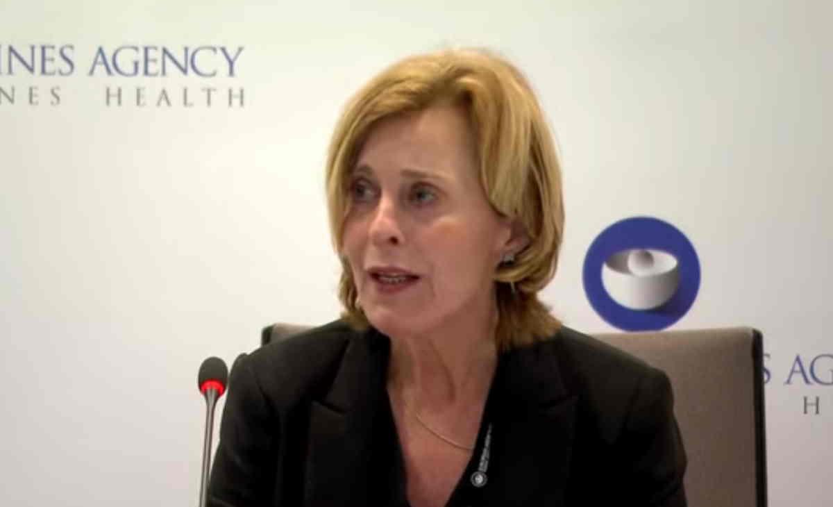 EMA: possibile il collegamento tra il vaccino AstraZeneca e rari casi di trombosi, ma Vaxzevria può continuare ad essere somministrato