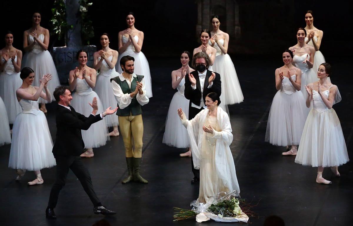 Alla Scala l'ultimo saluto della sua Milano a Carla Fracci