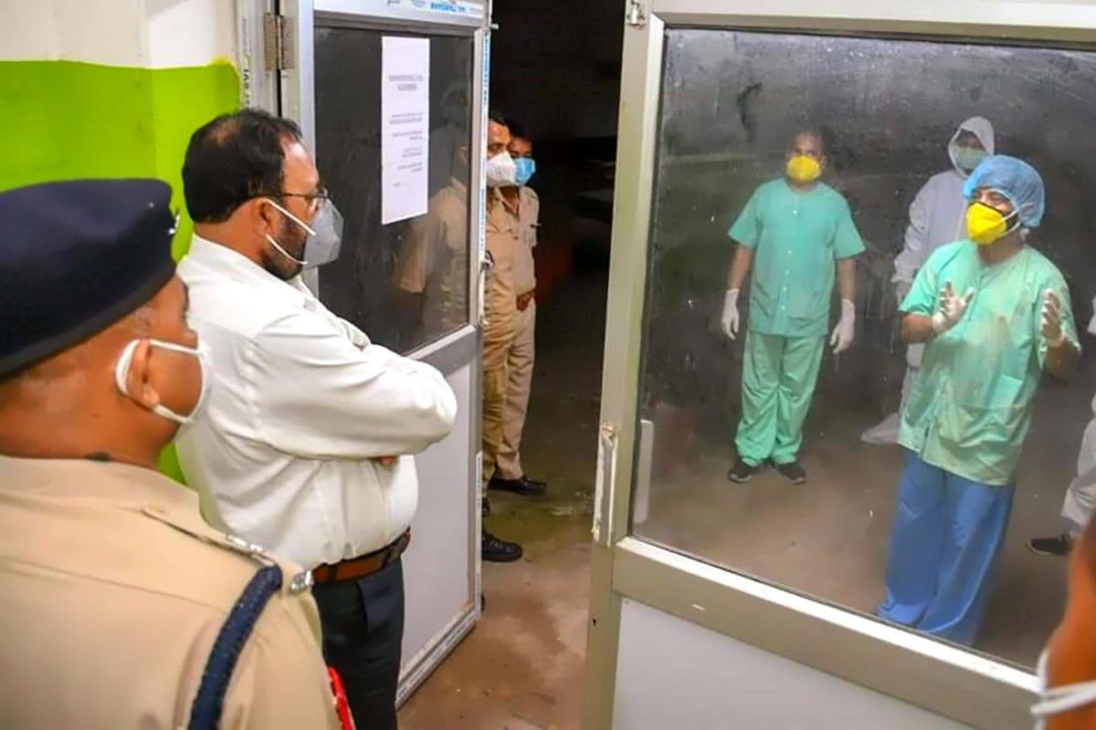Oltre 300mila il numero di decessi da Covid-19 in India: oltre 100mila negli ultimi 26 giorni