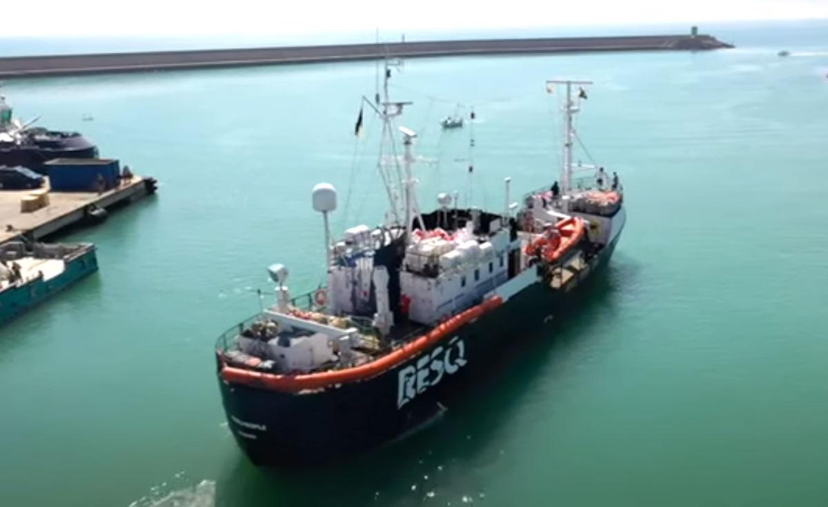 Una nuova nave umanitaria inizia la sua prima missione di soccorso nel Mediterraneo centrale