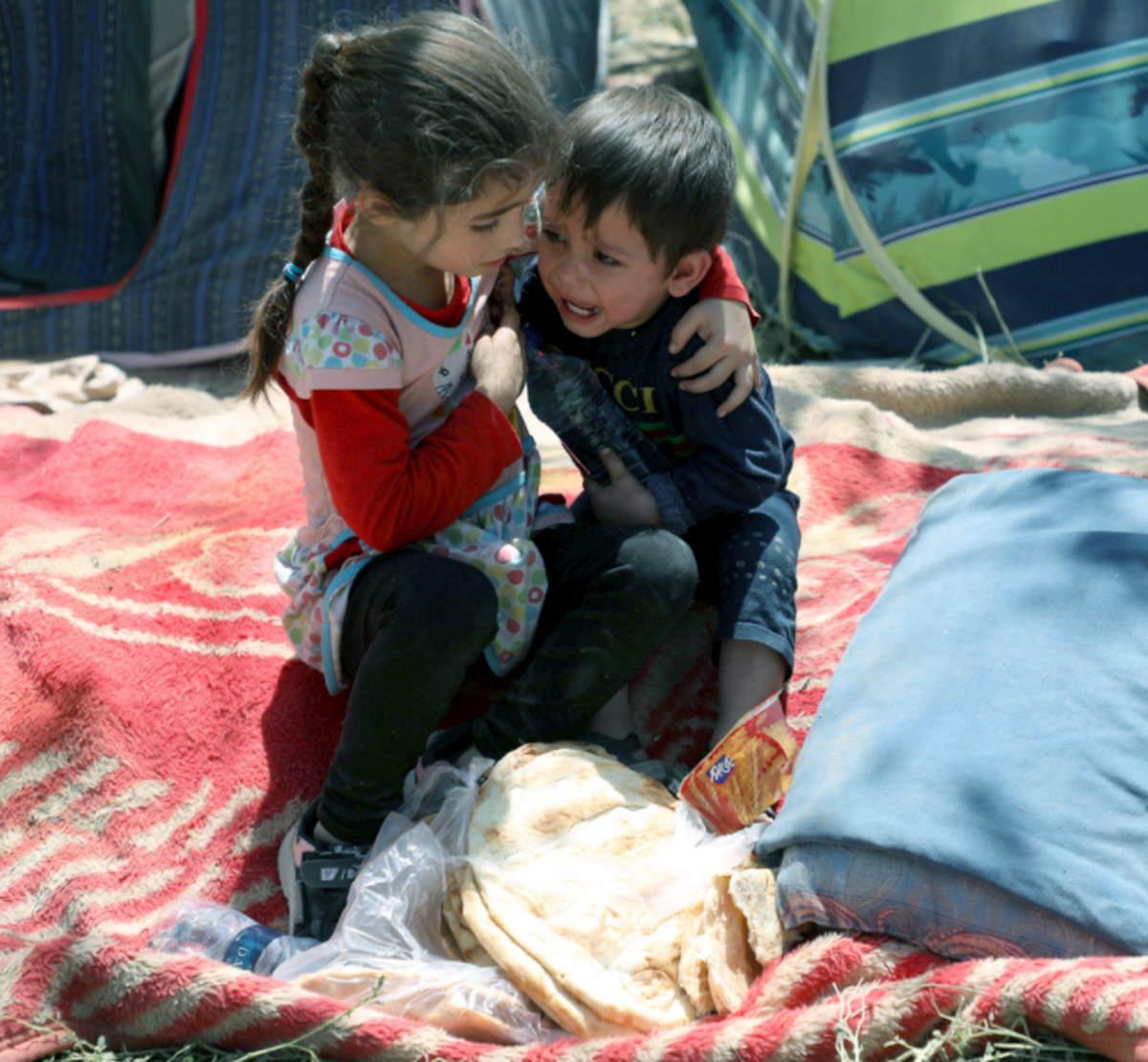 Save the Children: a Kabul sono già decine di migliaia i bambini che fuggiti dai combattimenti adesso vivono per strada