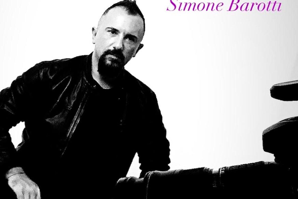 L'amore è al centro di tutto. Simone Barotti si mette a nudo e ci racconta del suo nuovo singolo Gimme More.