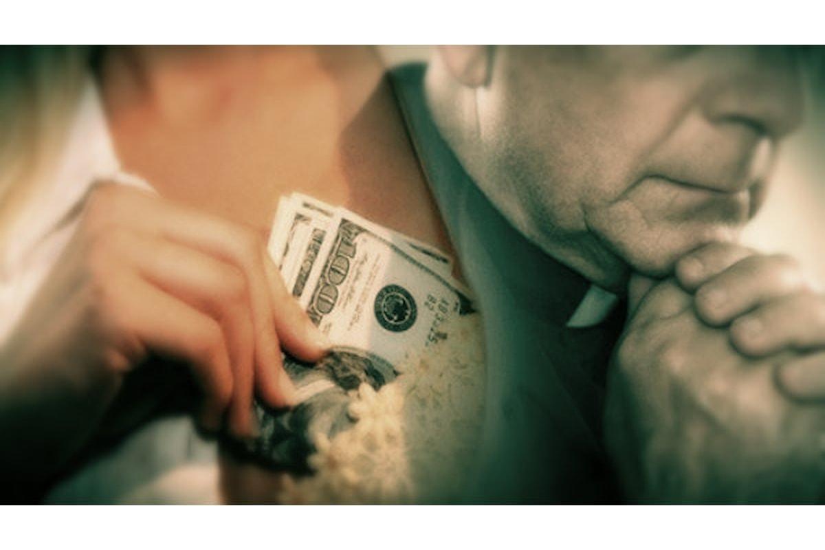 Rubava i soldi destinati ai poveri.