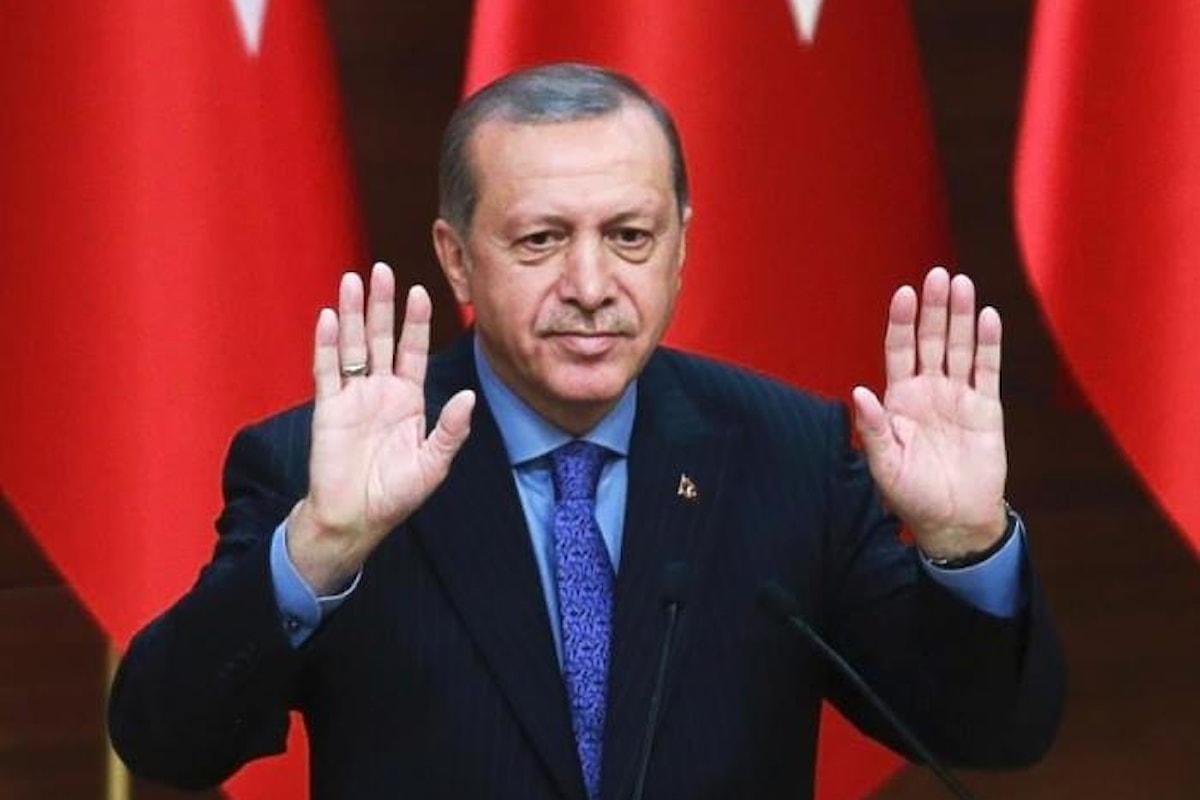 Moody's e Standard & Poor's aggravano la crisi economica della Turchia. La risposta di Erdogan