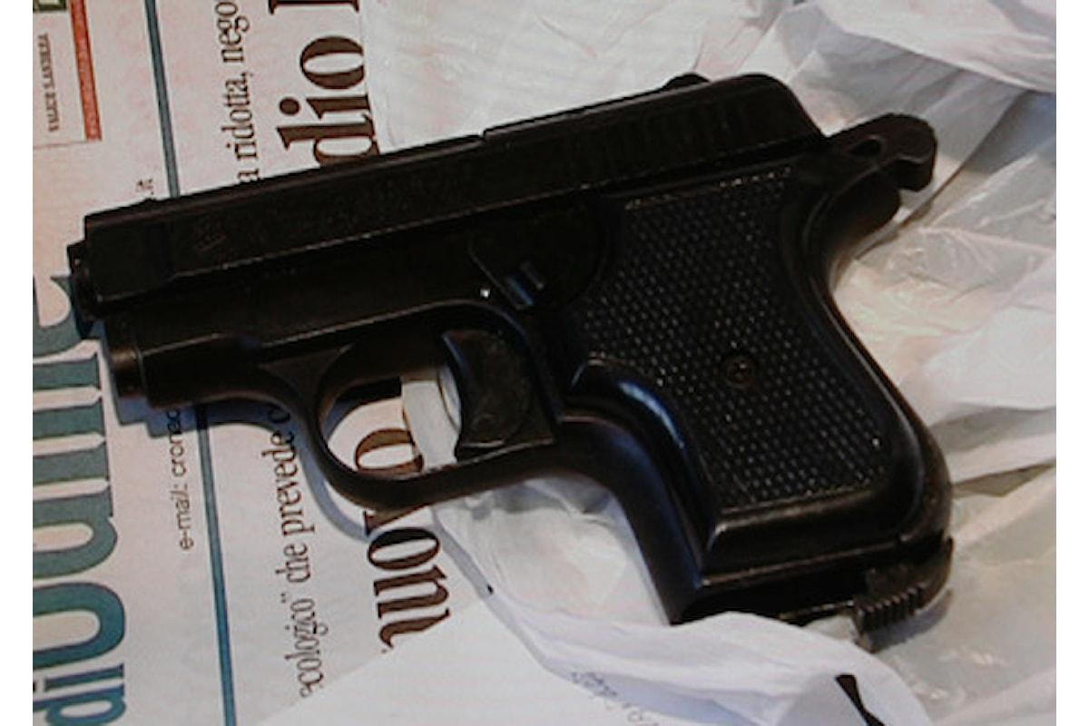 In classe con la pistola finta, il folle gesto di un 13enne