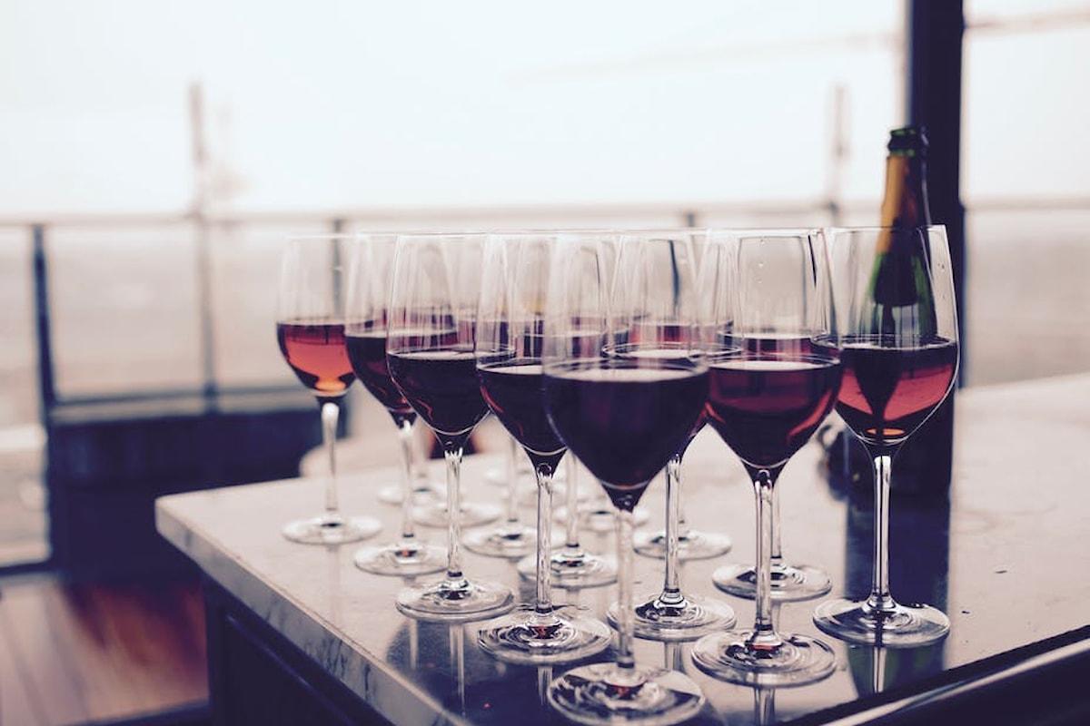 Vino rosso: 10 proprietà benefiche che attivano il nostro metabolismo