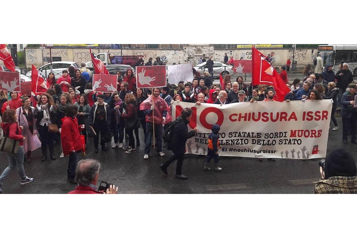 """La protesta dell' Istituto Statale per Sordi di Roma : """"NO CHIUSURA ISSR"""""""