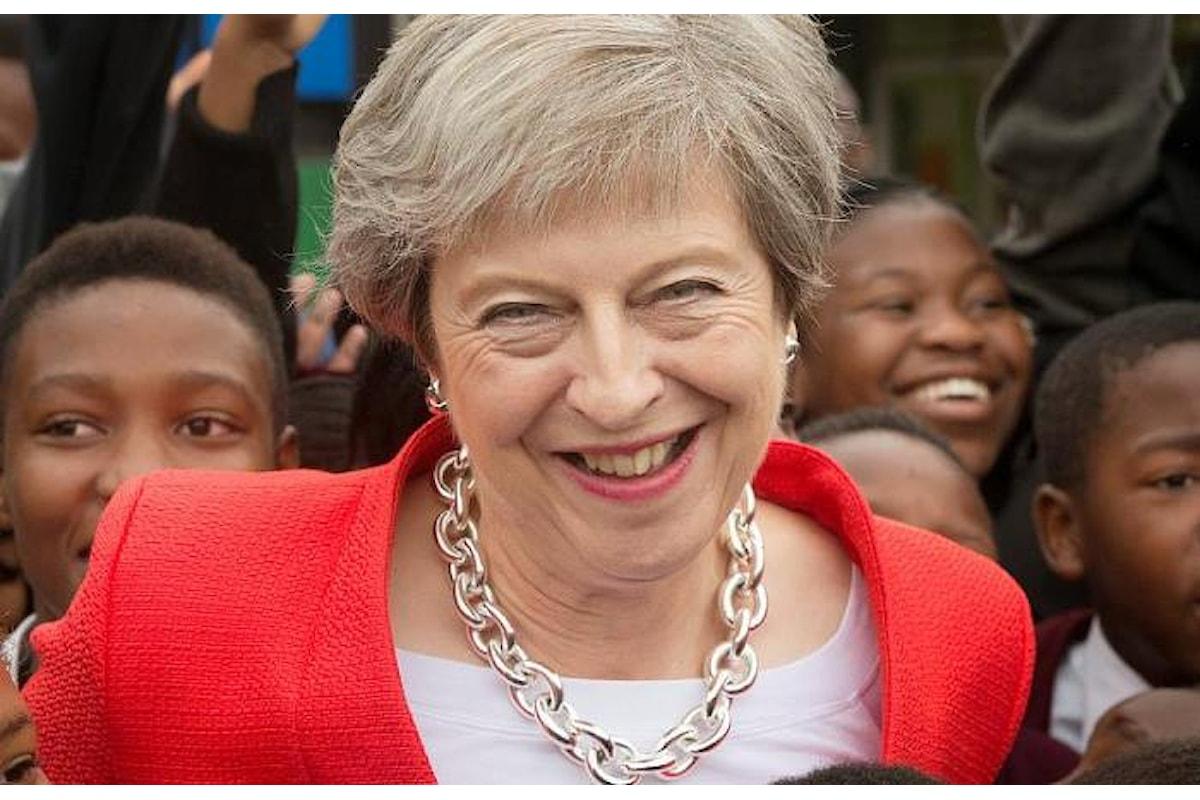 Una Brexit senza accordo con l'Ue? Per la May non sarebbe la fine del mondo
