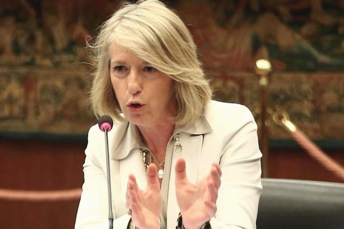 Stefania Giannini si loda per i risultati della ricerca italiana ma viene sbugiardata