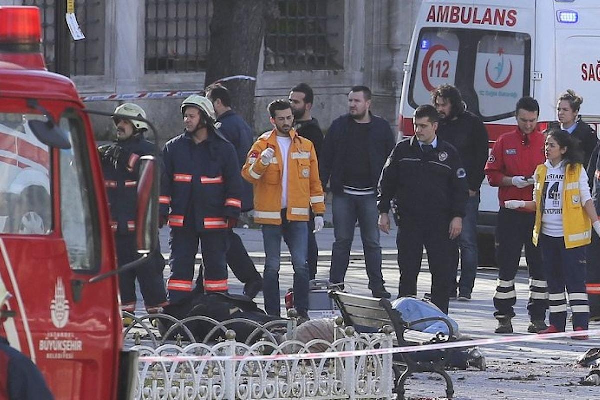 Istanbul: almeno 10 morti in un'esplosione nel centro storico.