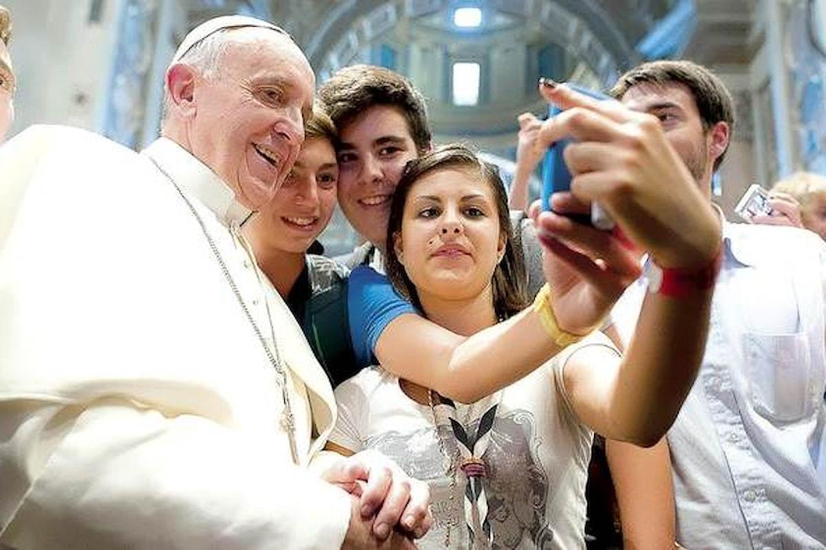 Papa Francesco e i social su web: solo l'ascolto, il dialogo e l'uso responsabile del linguaggio possono dar vita a delle vere comunità