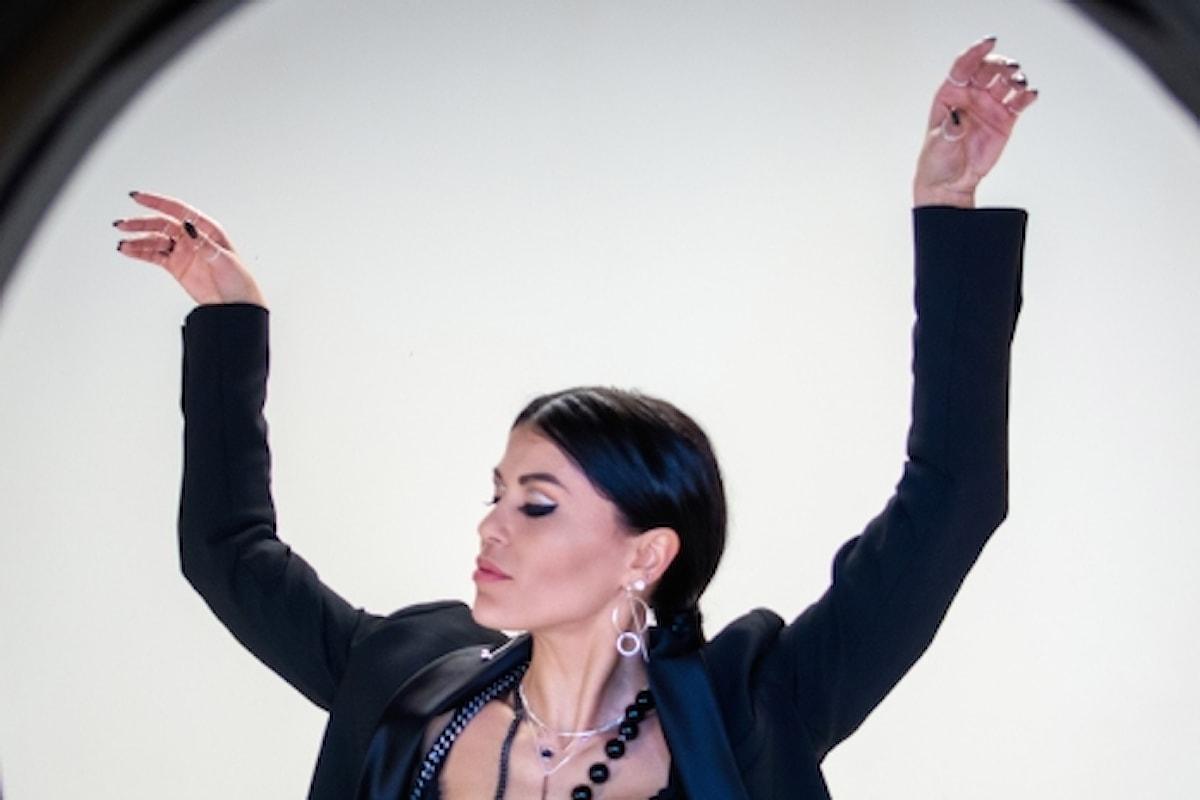 Cenere e Polvere, il pop-rock di Juel che strizza l'occhio al fashion