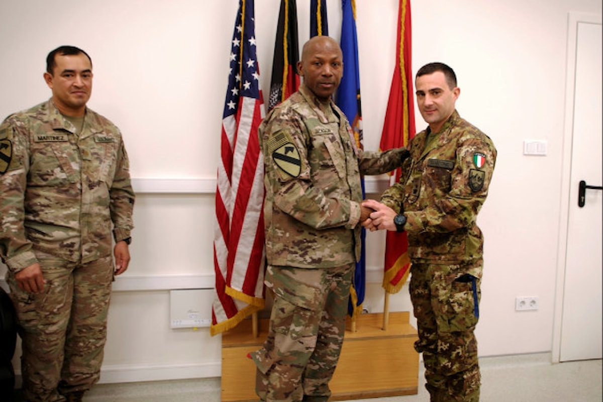 Afganistan, ufficiale italiano dell'Esercito riceve il premio Hero of the week