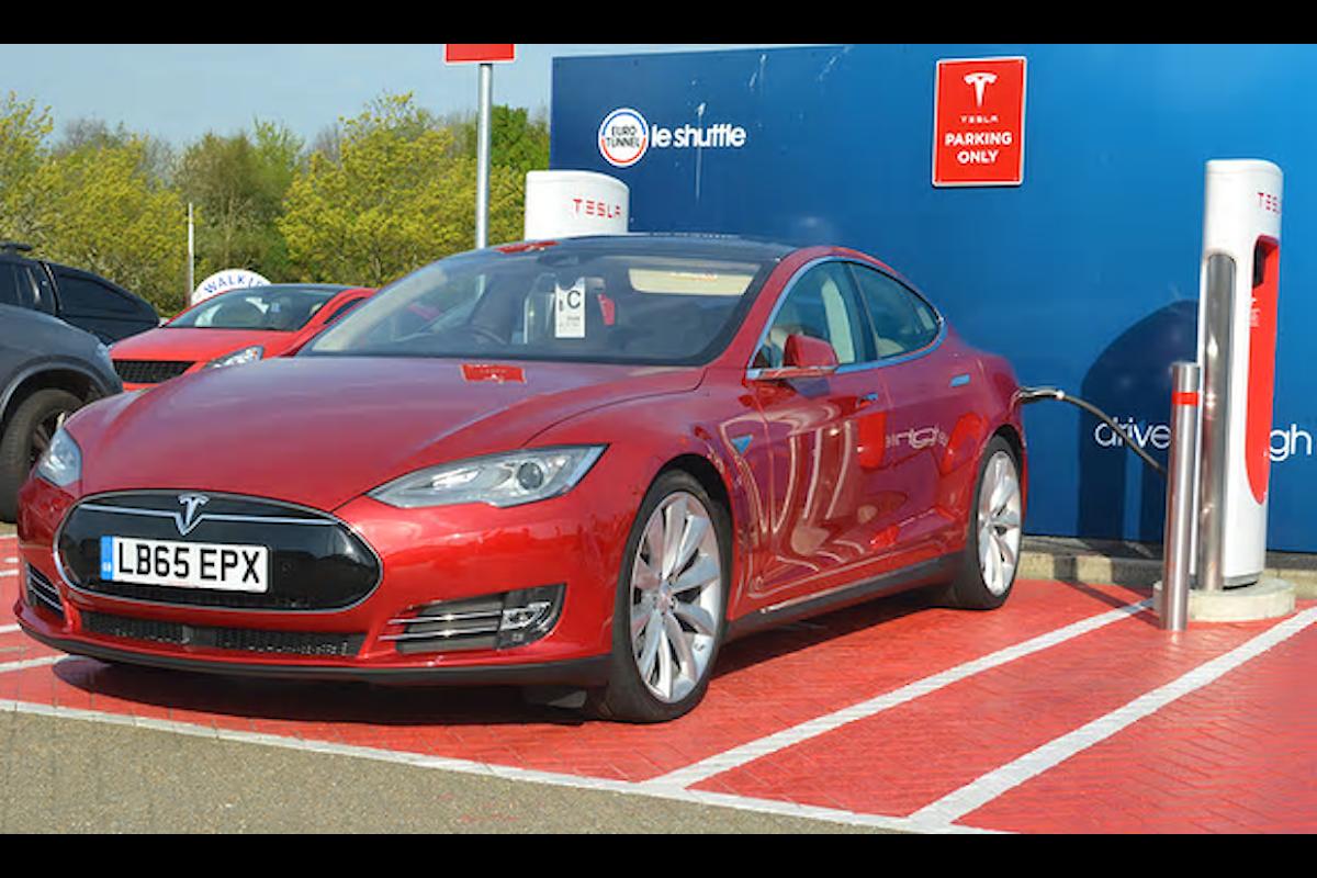 Un lungo viaggio a bordo di un'auto completamente elettrica