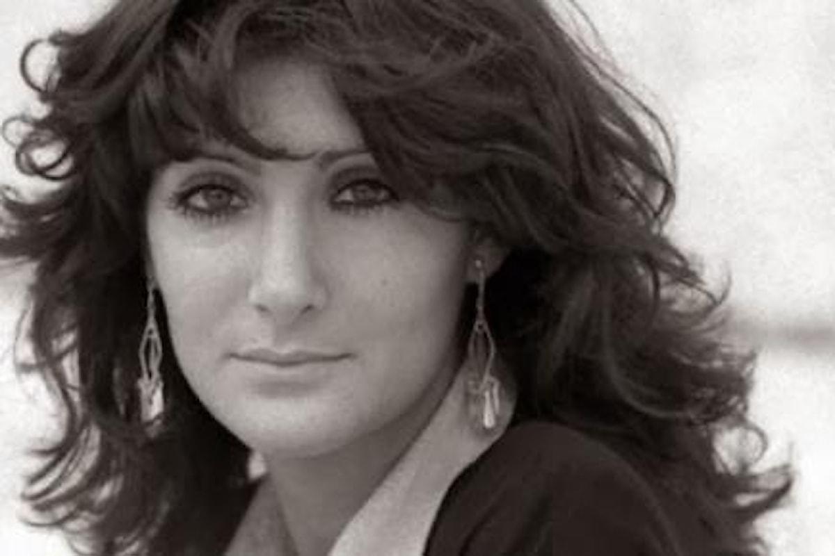 ADDIO ANNA, ACCANTO A TE GLI AMICI DI SEMPRE - Celebrati i funerali dell'attrice Anna Marchesini - Lopez e Solenghi accanto al feretro