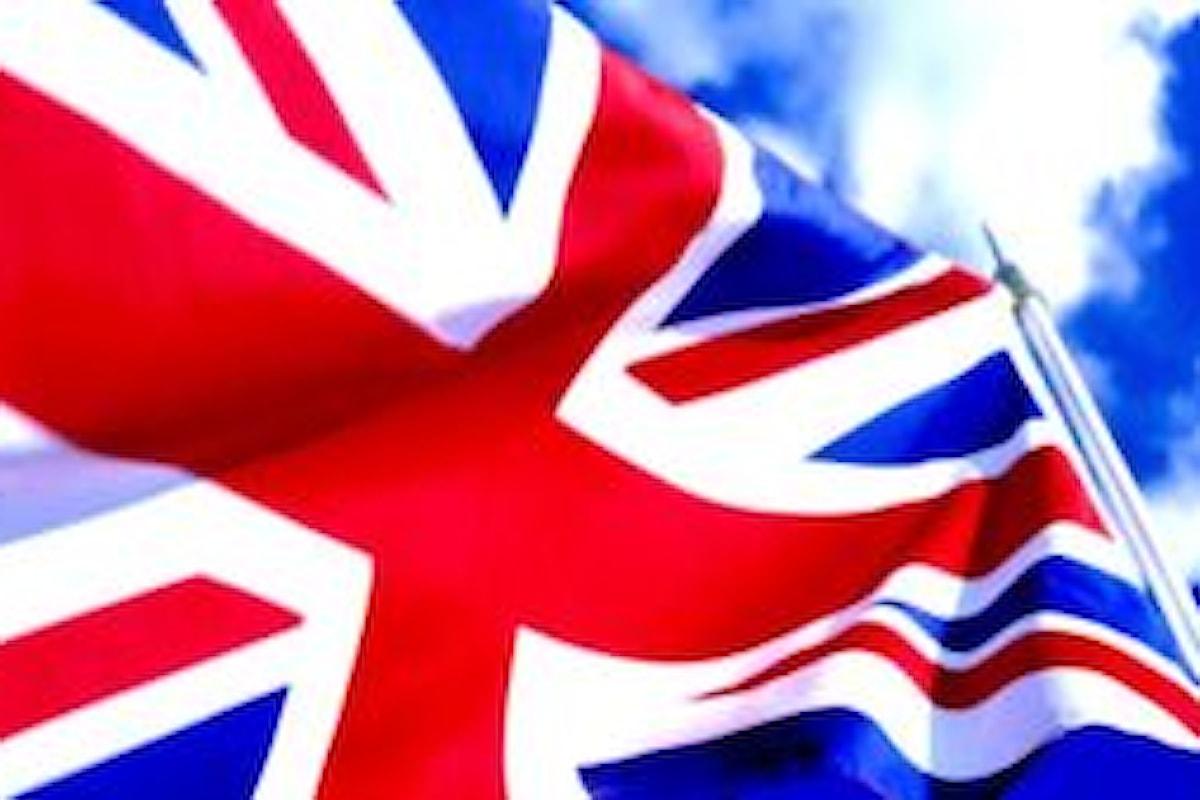Estate dura per la sterlina, ancora tensioni sulla valuta britannica