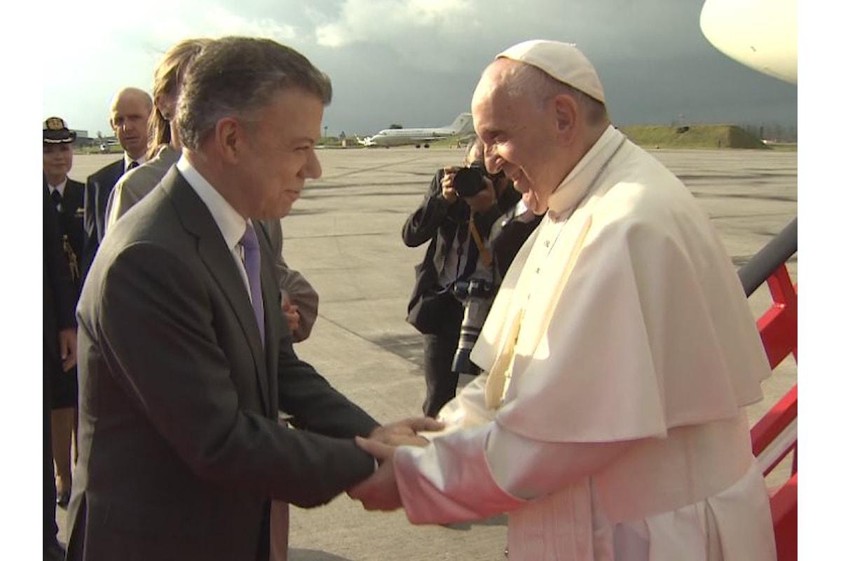 Nel palazzo presidenziale di Bogotá, l'incontro di Papa Francesco con le autorità della Colombia