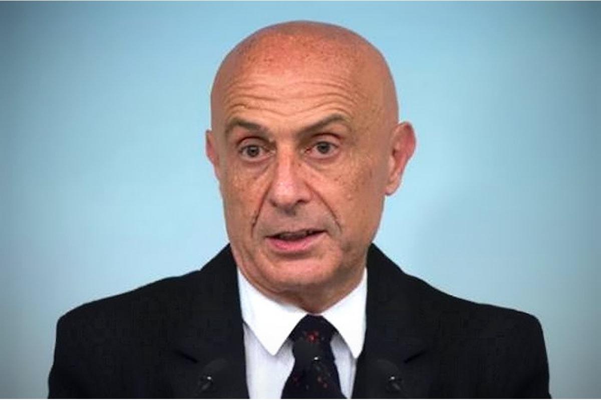 Minniti adesso dice di volersi occupare dei migranti in Libia